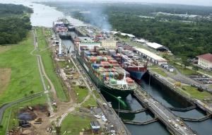 Cuatro barcos en la exclusa - Canal de Panamá